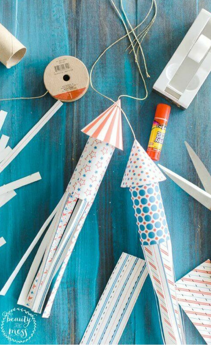 The 4th of July often ends with a fun and exciting firework display! While we don't want our kids playing with fire, obviously, they can get in on the fun with this great paper roll firework craft!