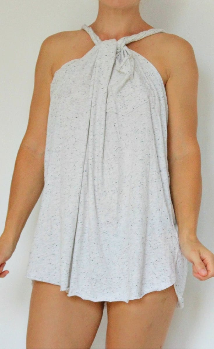 If you need a cover up to wear at the beach or by the pool that you can whip up in minutes, it's breezy, cool and cute at the same time, this no sew beach cover up is it!