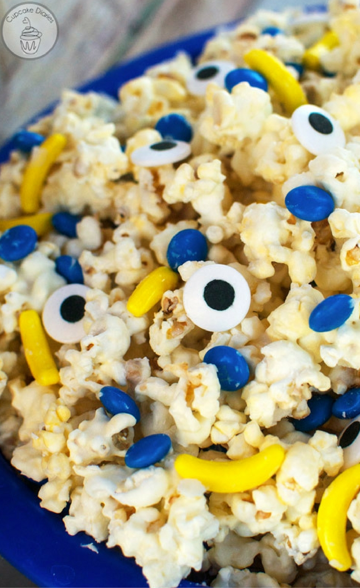 This popcorn is so fun with all its different minion themed elements: blue chocolate candies, candy eyeballs, and bananas.