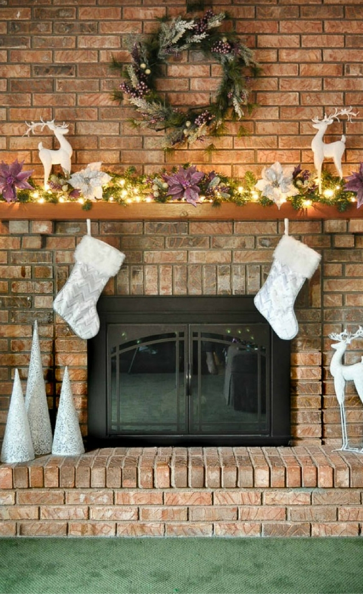 BREAKING AWAY FROM THE TRADITION RED WITH ABERRY MERRYCHRISTMAS MANTEL!