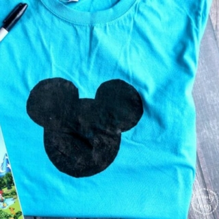 DIY Mickey Mouse Autograph T-Shirt for Your Next Disney Vacation