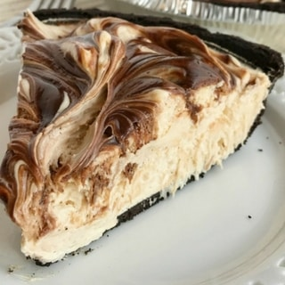 {no bake} Peanut Butter & Fudge Swirl Pie